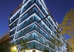 Edificio Travessera de noche